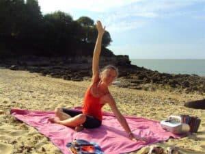 elisabeth-fable-stretching-yoga-plage-ile-d-aix-cours-danse-stretch
