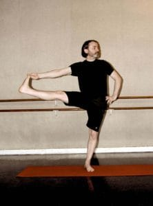 jean-tamalet-vinyasa-yoga-posture-demonstration-professeur-cdm-1